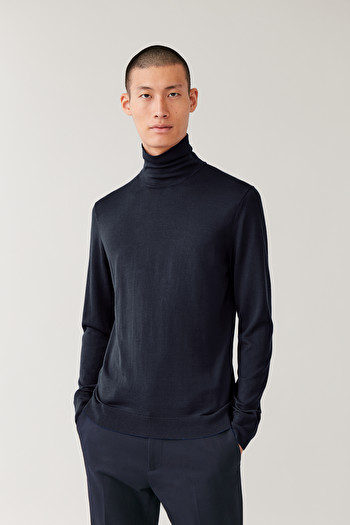 COS MERINO ROLL-NECK JUMPER,Navy