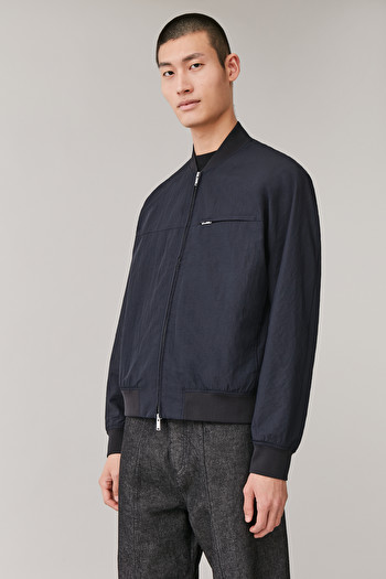 COS TECHNICAL BOMBER JACKET,navy