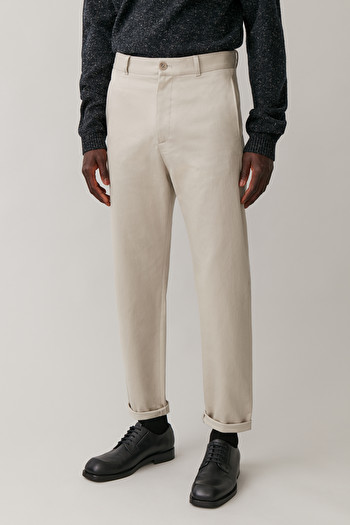 COS DROPPED CROTCH TAILORED COTTON CHINOS,Light beige