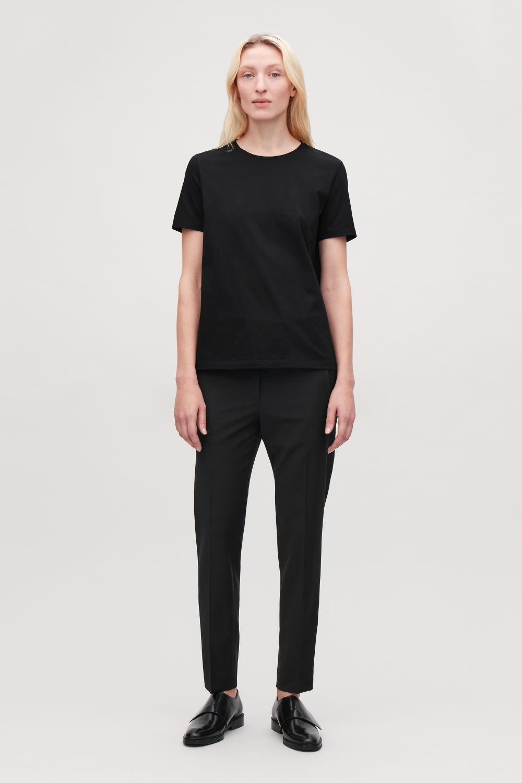 코스 반팔 티셔츠 블랙 코스 COS CLASSIC T-SHIRT