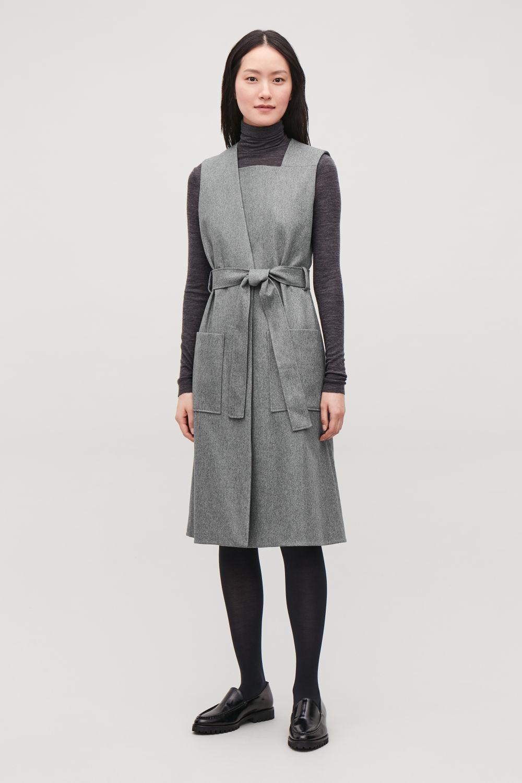 코스 COS SLEEVELESS WRAP DRESS WITH BELT,Light grey