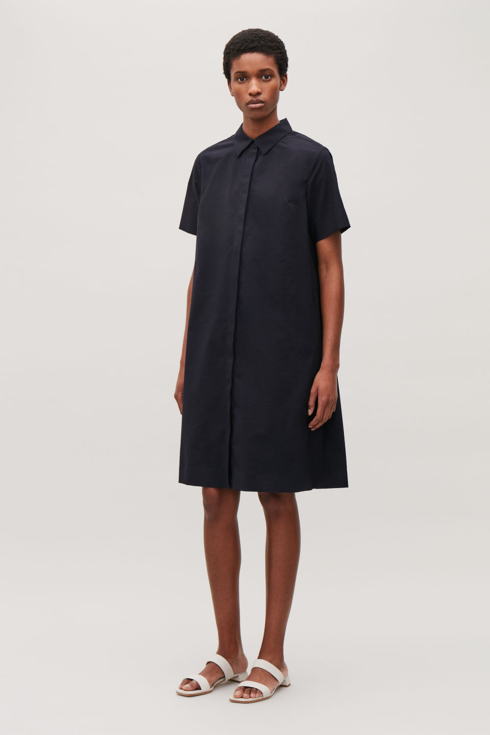 COS PLEATED SHORT-SLEEVED DRESS,Navy