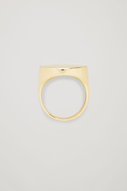 코스 COS BRUSHED SIGNET RING,Gold