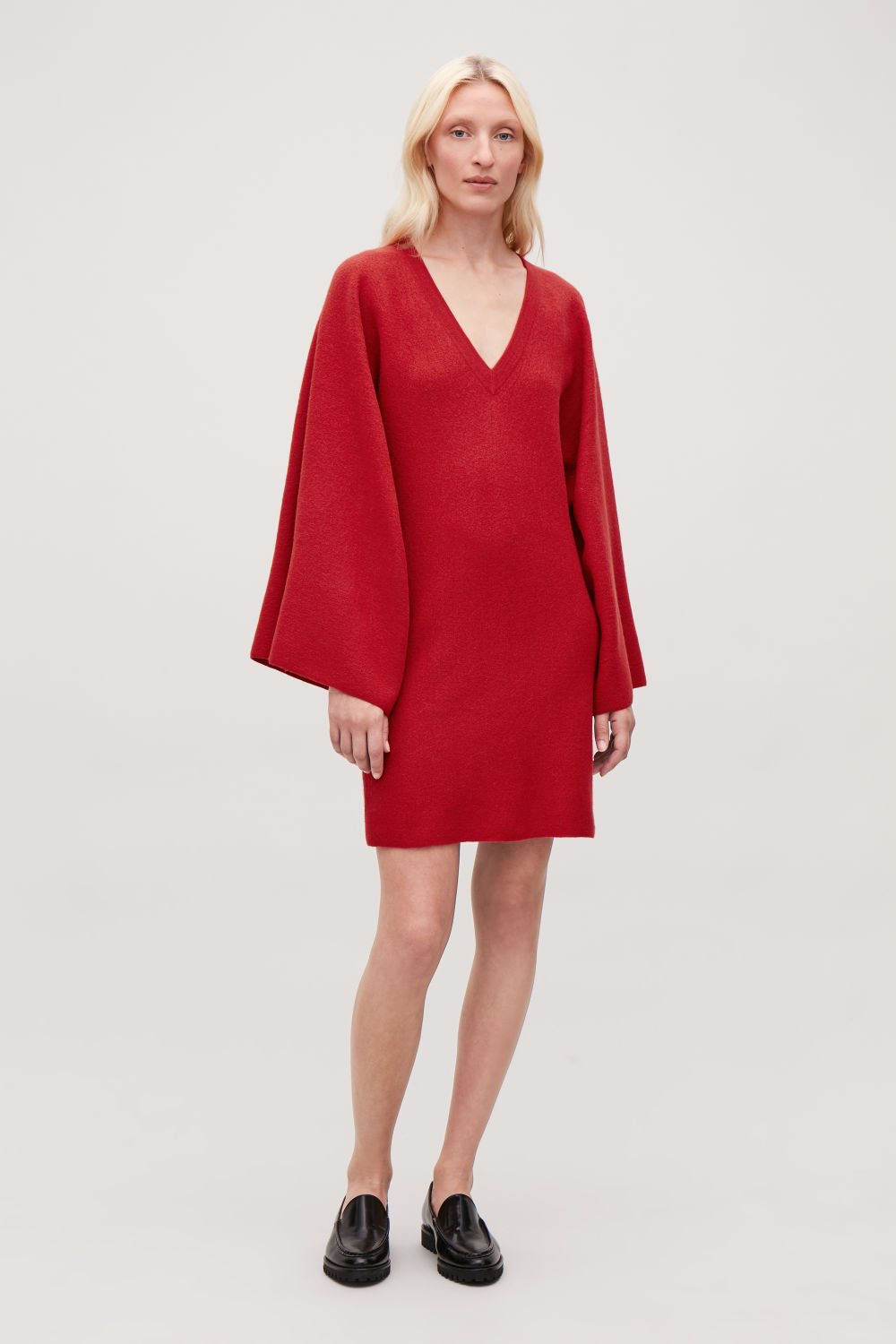 코스 COS CAPE-SLEEVED WOOL KNIT DRESS,Vibrant red