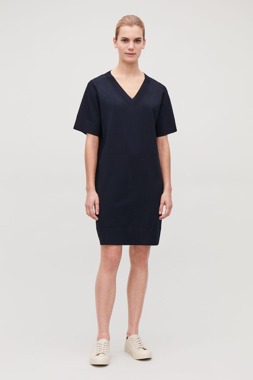 코스 COS STRAIGHT V-NECK KNIT DRESS,Deep navy