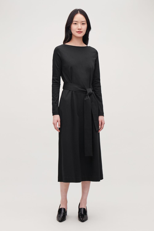 코스 COS BELTED LONG JERSEY DRESS,Black