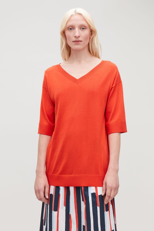 코스 COS SILK-COTTON KNIT V-NECK TOP,Vibrant orange