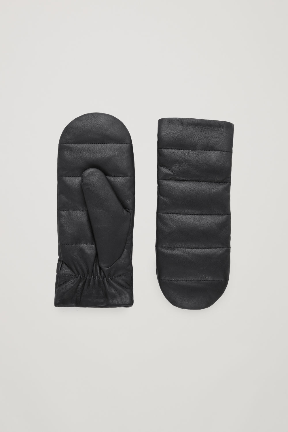 코스 COS QUILTED LEATHER MITTENS,Black