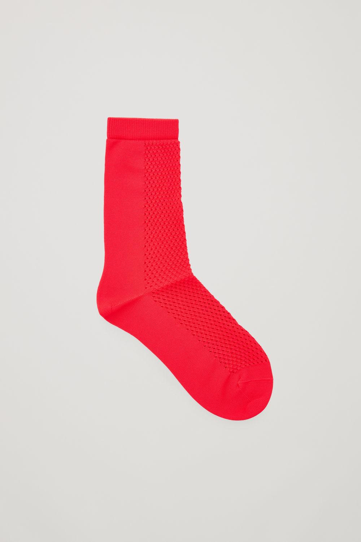 코스 COS CROCHET PATTERNED ANKLE SOCKS,Vibrant red