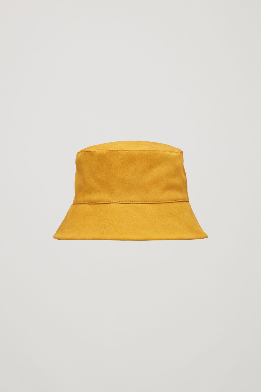 코스 COS NUBUCK LEATHER BUCKET HAT,Mustard