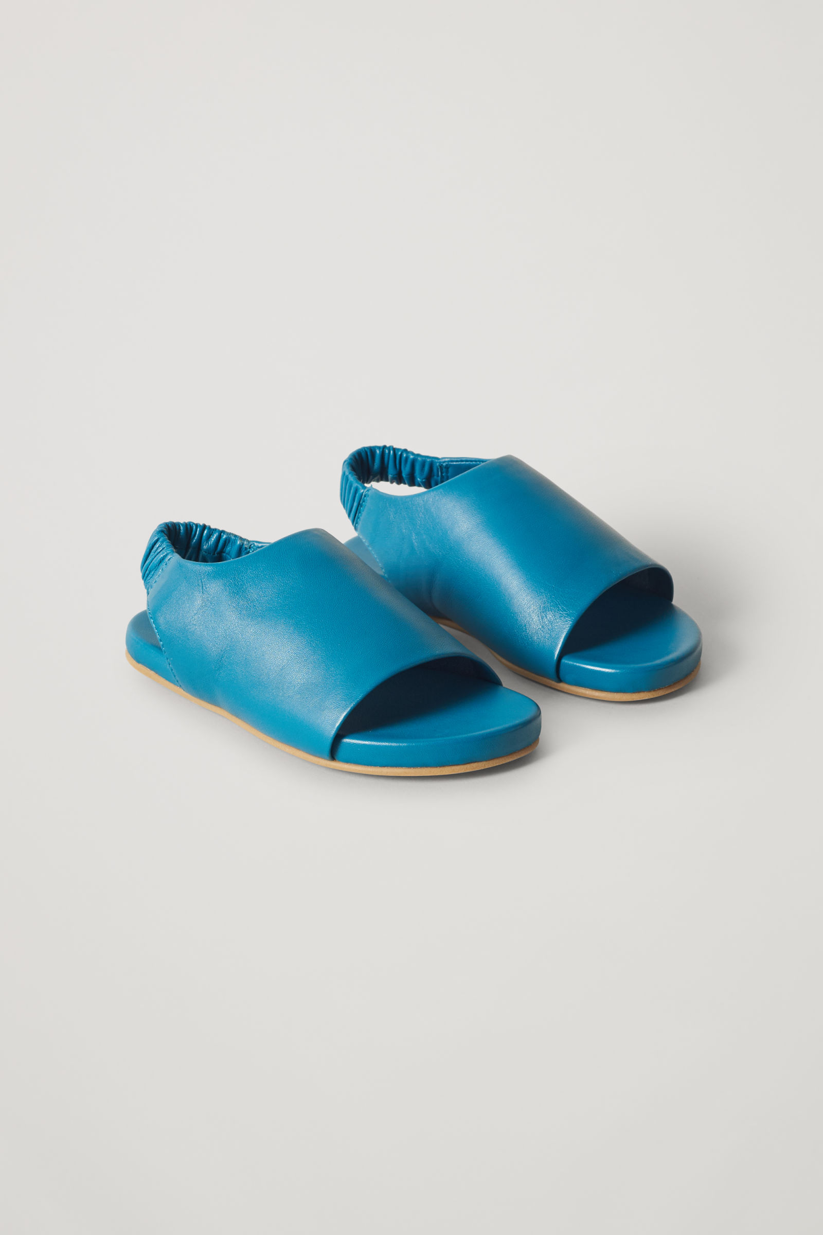 코스 키즈 가죽 밴딩 샌들 COS ELASTICATED LEATHER SANDALS,turquoise