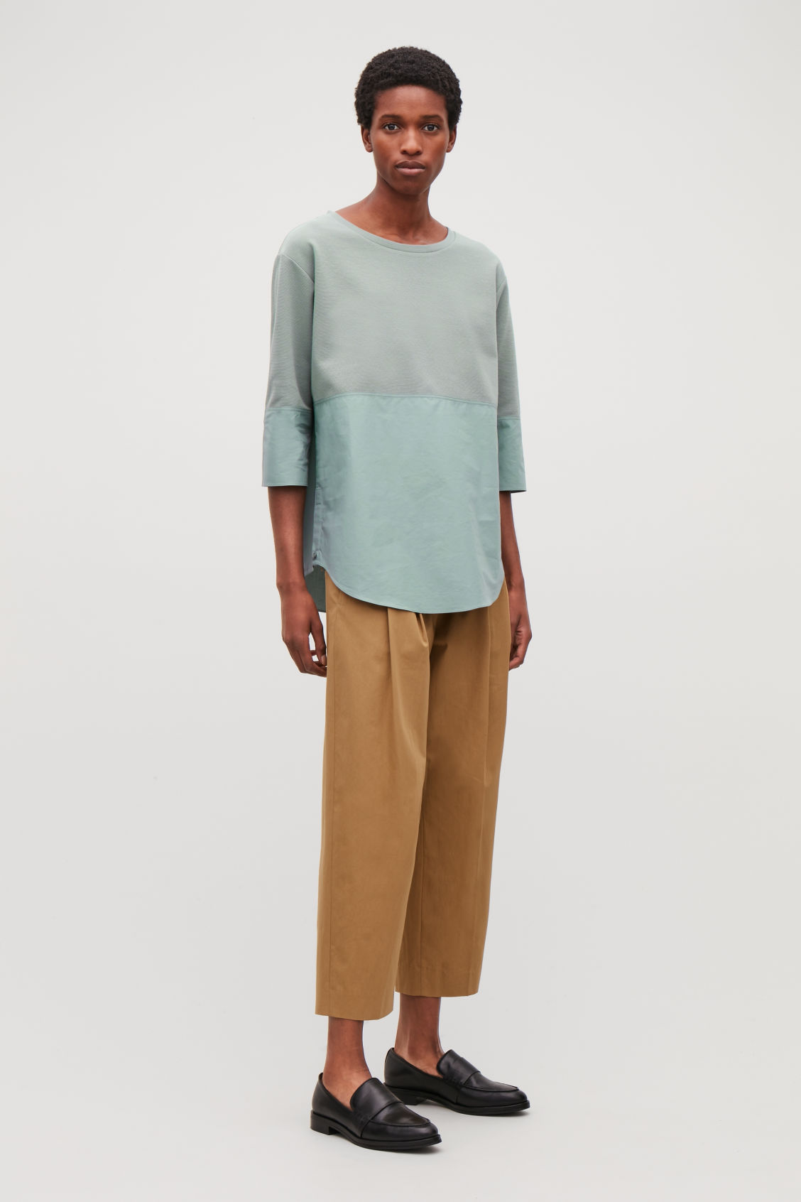 Model front image of Cos sweatshirt with shirt hem in green