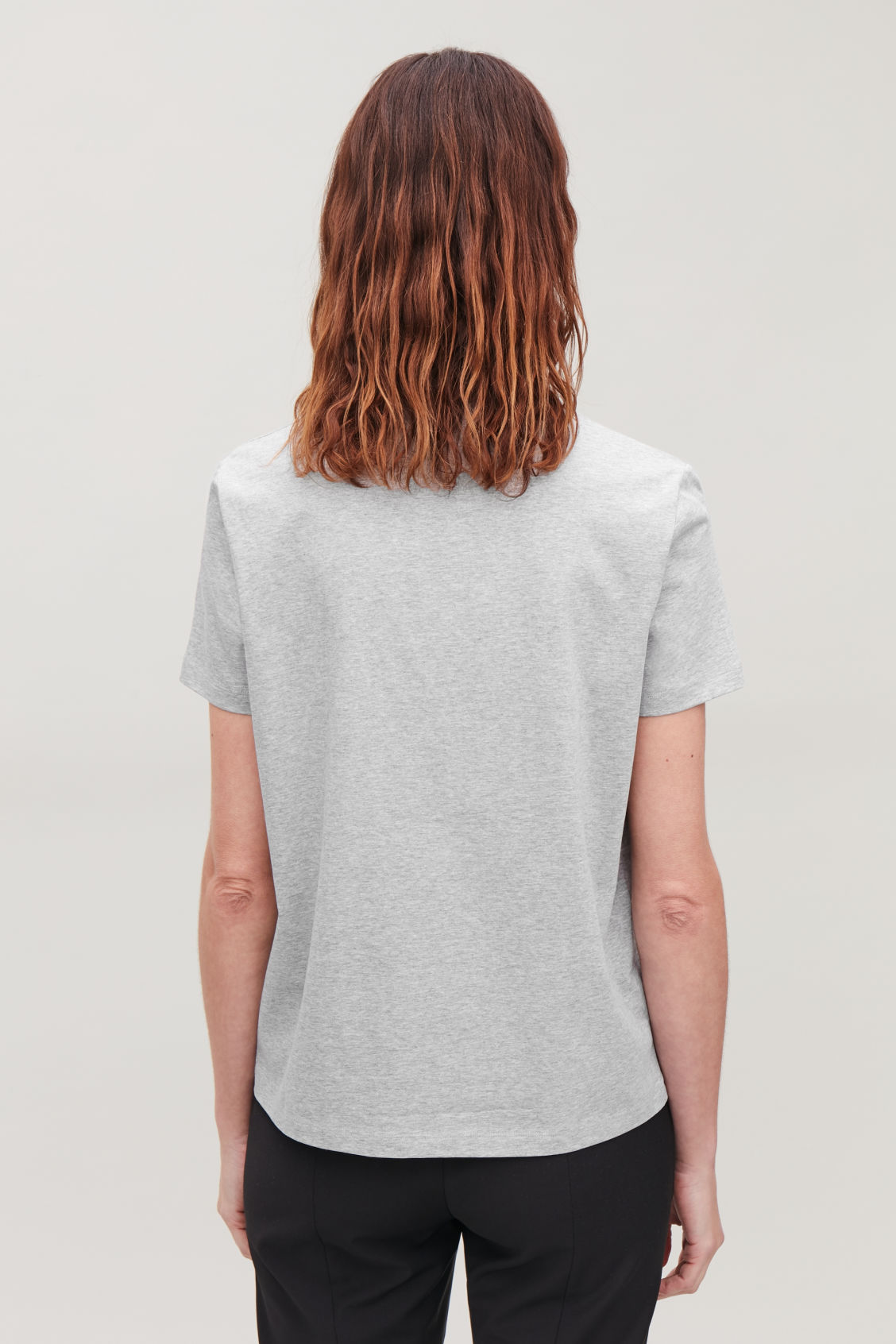 Model side image of Cos classic t-shirt in grey