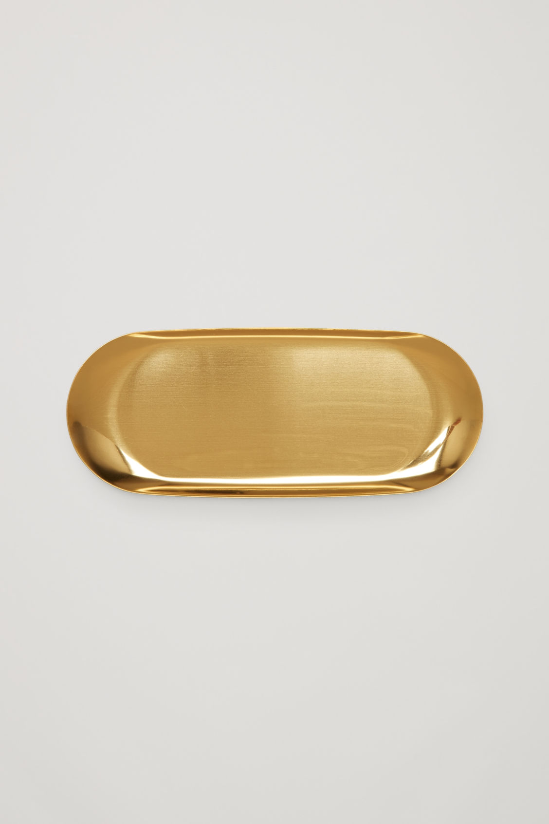 Model front image of Cos hay large tray  in gold