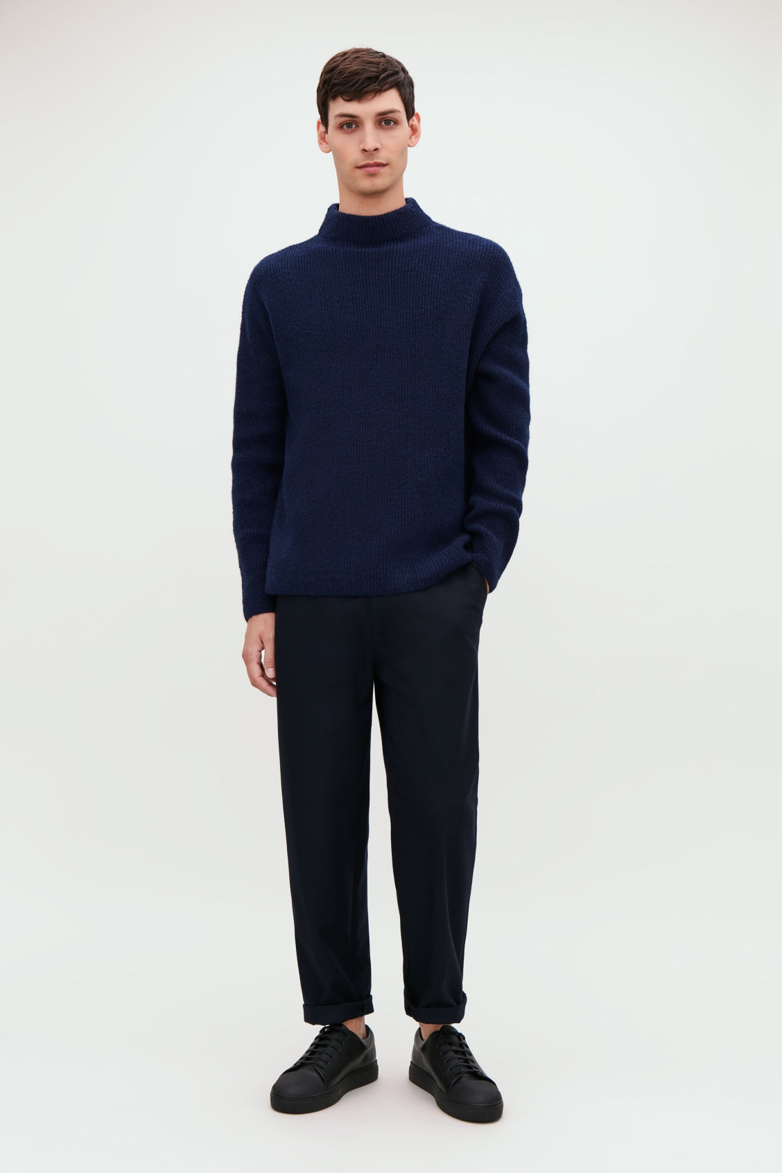 Model front image of Cos oversized knit jumper in blue