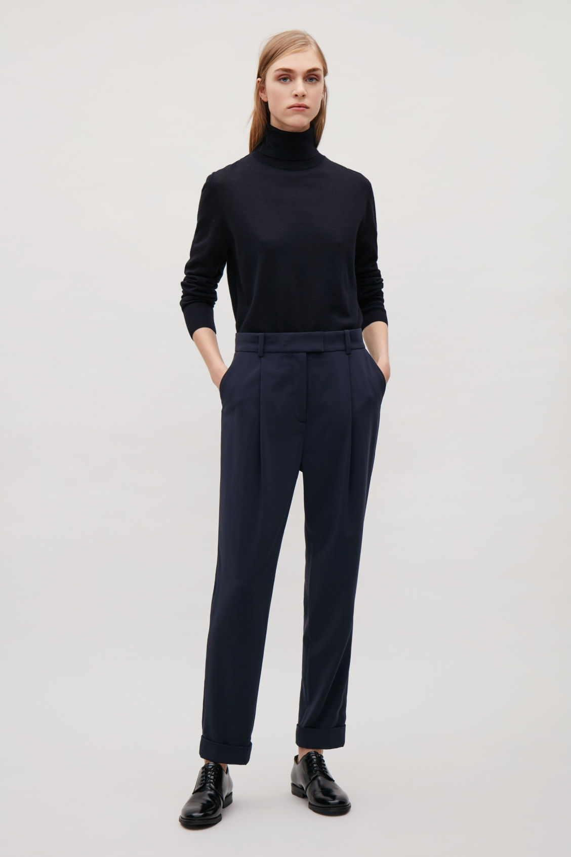 Model front image of Cos tailored pleat trousers in blue