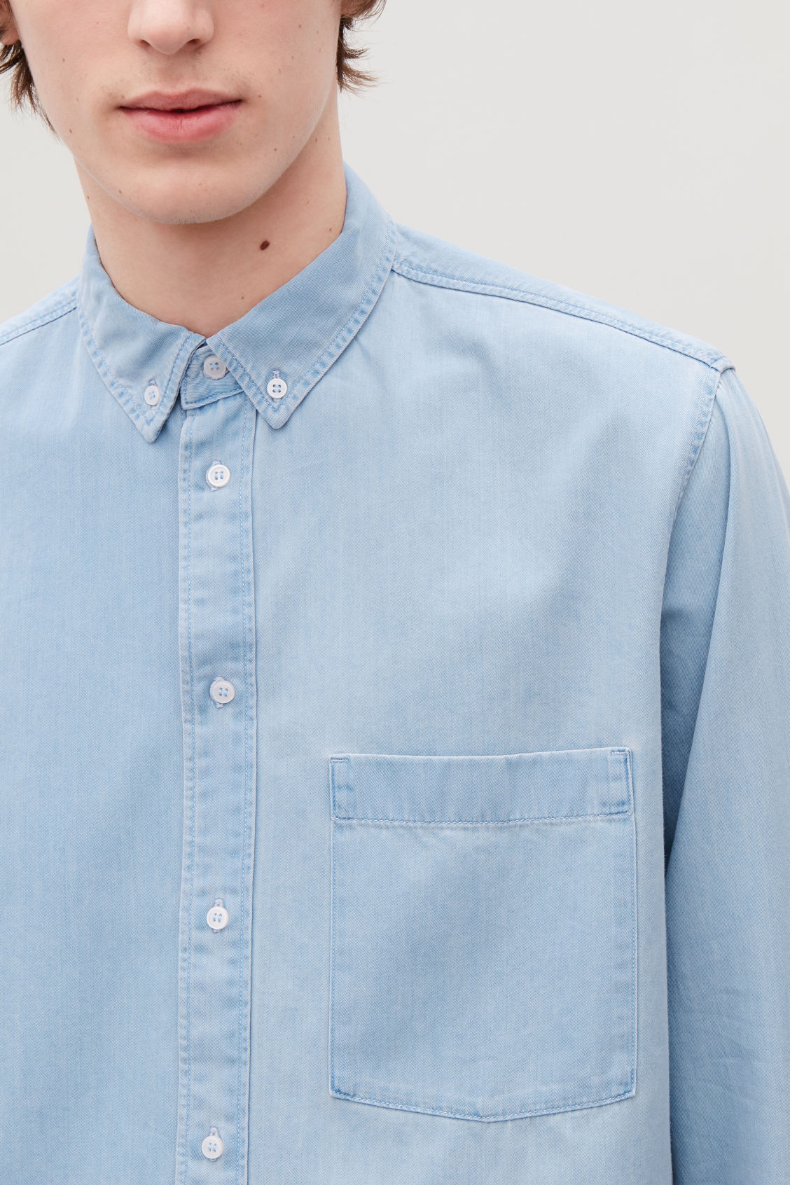 Model side image of Cos denim shirt in turquoise