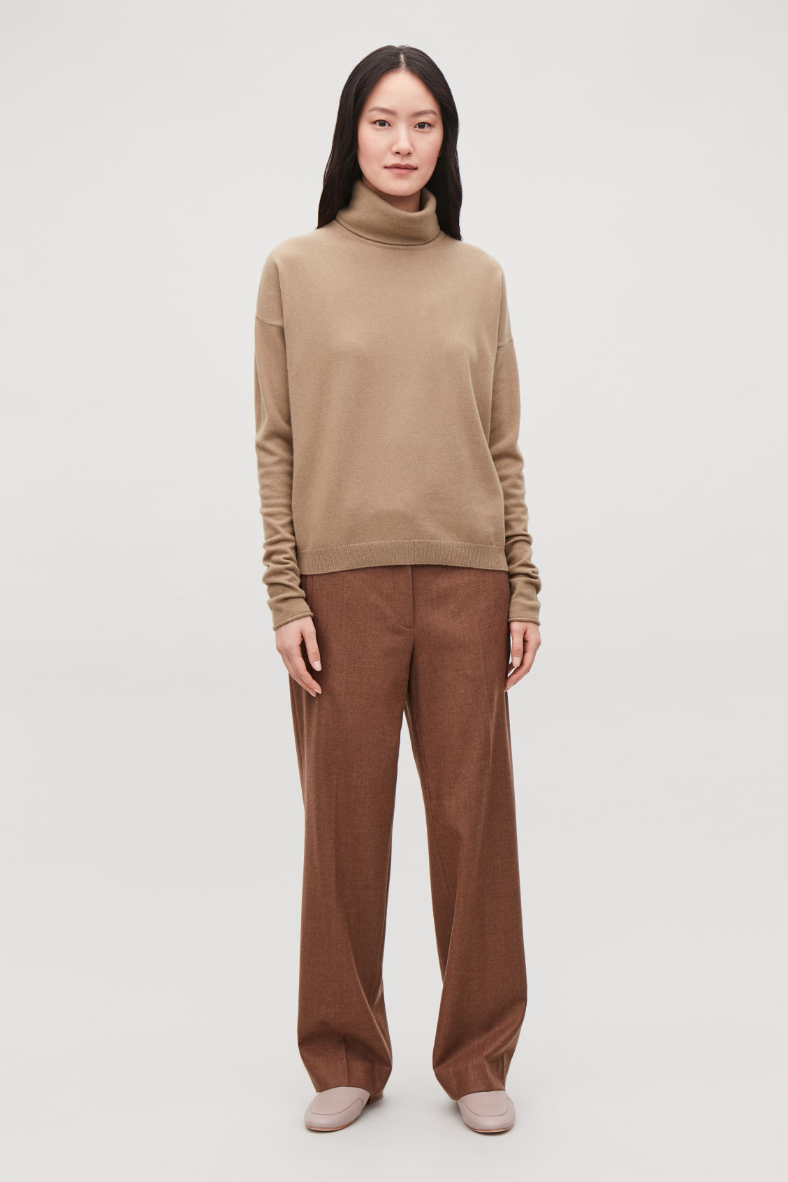 Model front image of Cos roll-neck cashmere jumper in beige