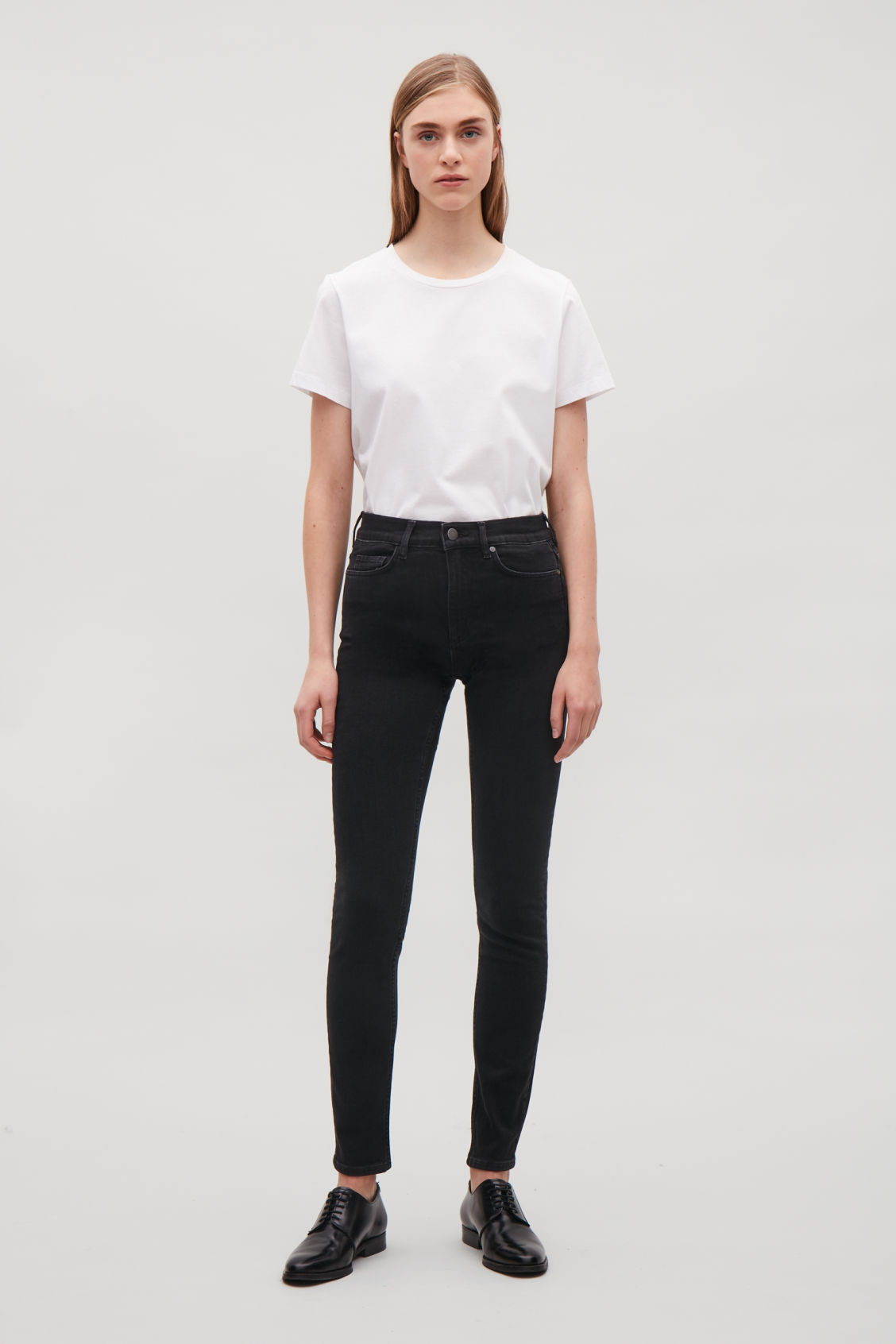 Model front image of Cos skinny-fit cropped jeans in black