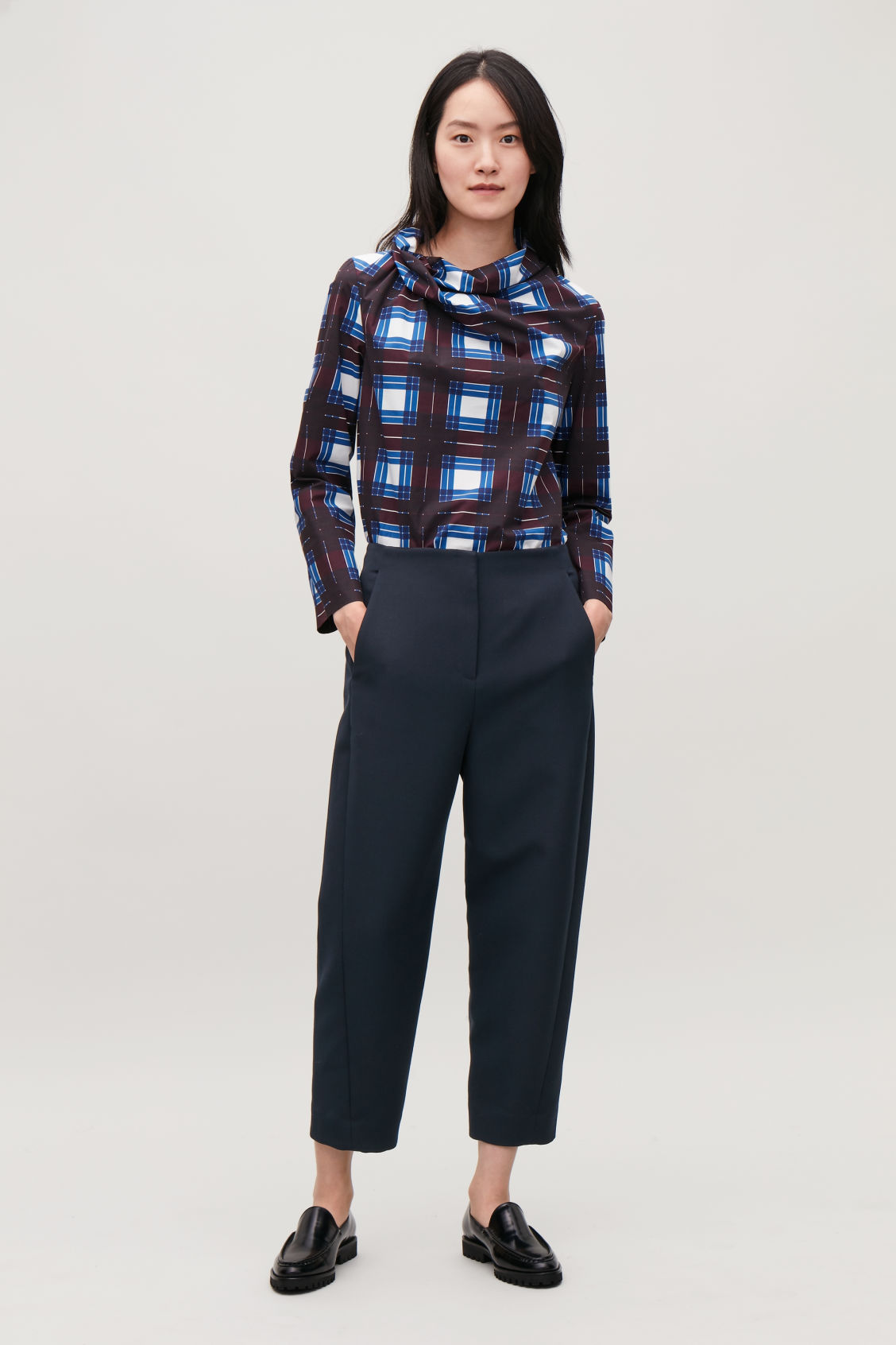 Model front image of Cos twisted-seam trousers in blue