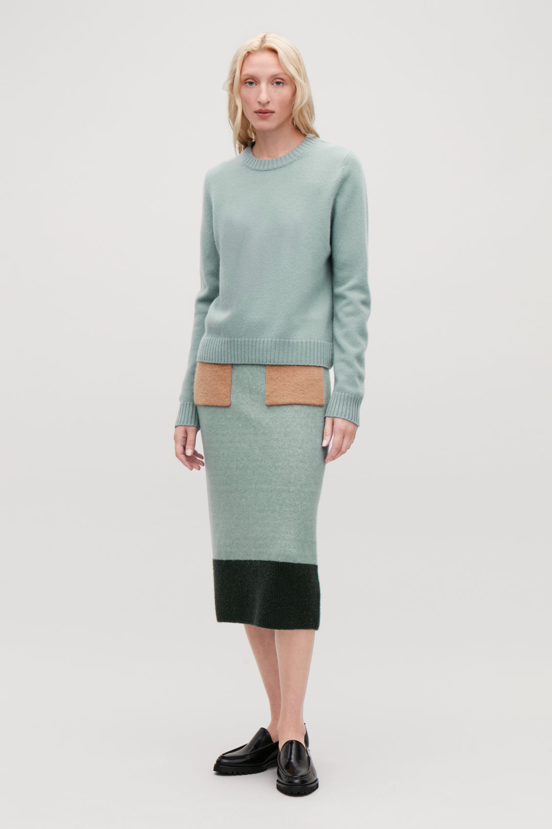 Model front image of Cos round-neck cashmere jumper  in green