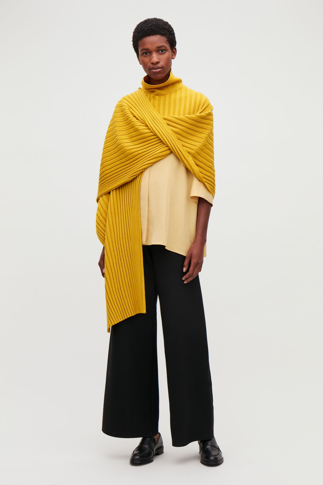 Model front image of Cos ribbed roll-neck scarf in yellow