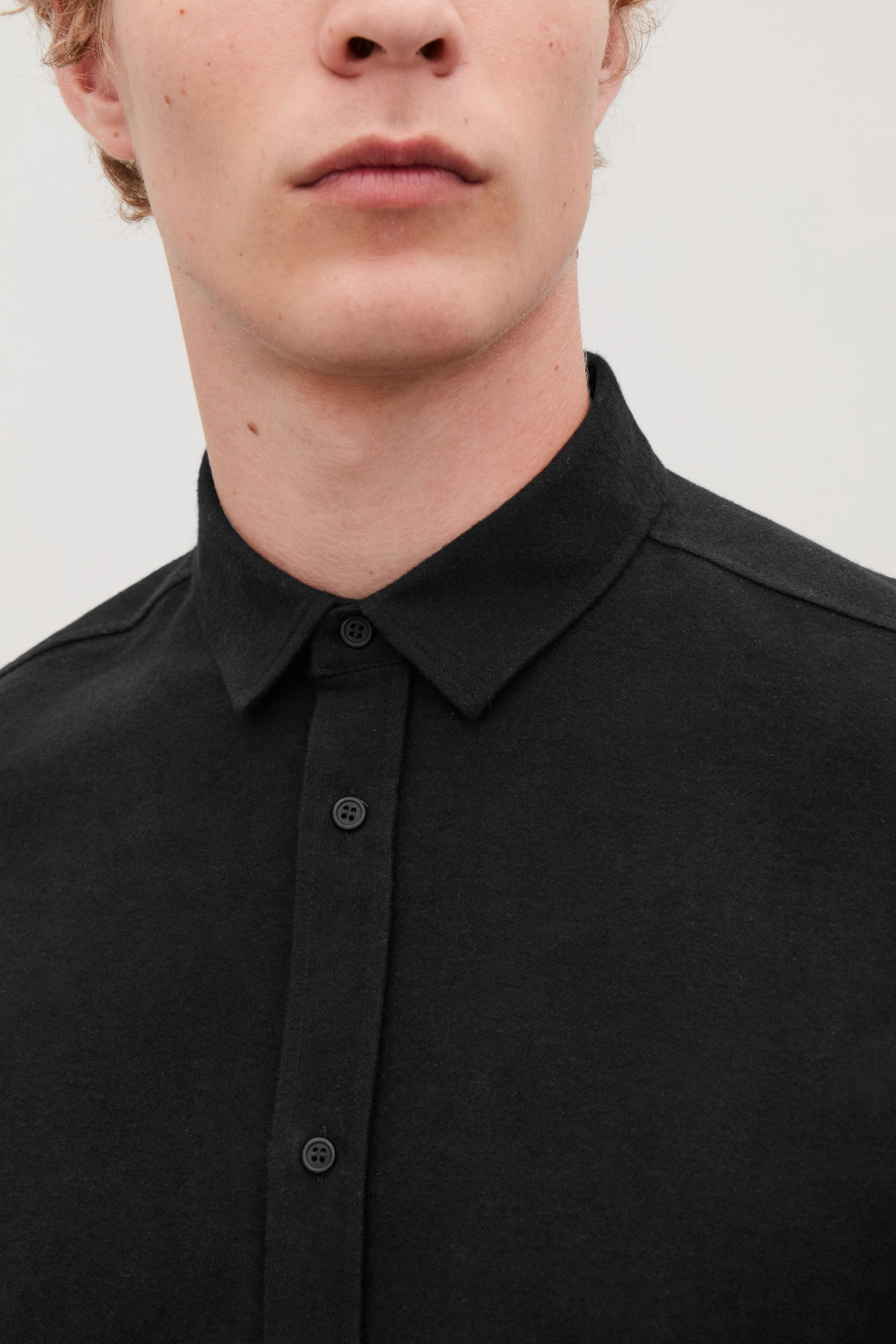 Model side image of Cos flannel cotton shirt  in black