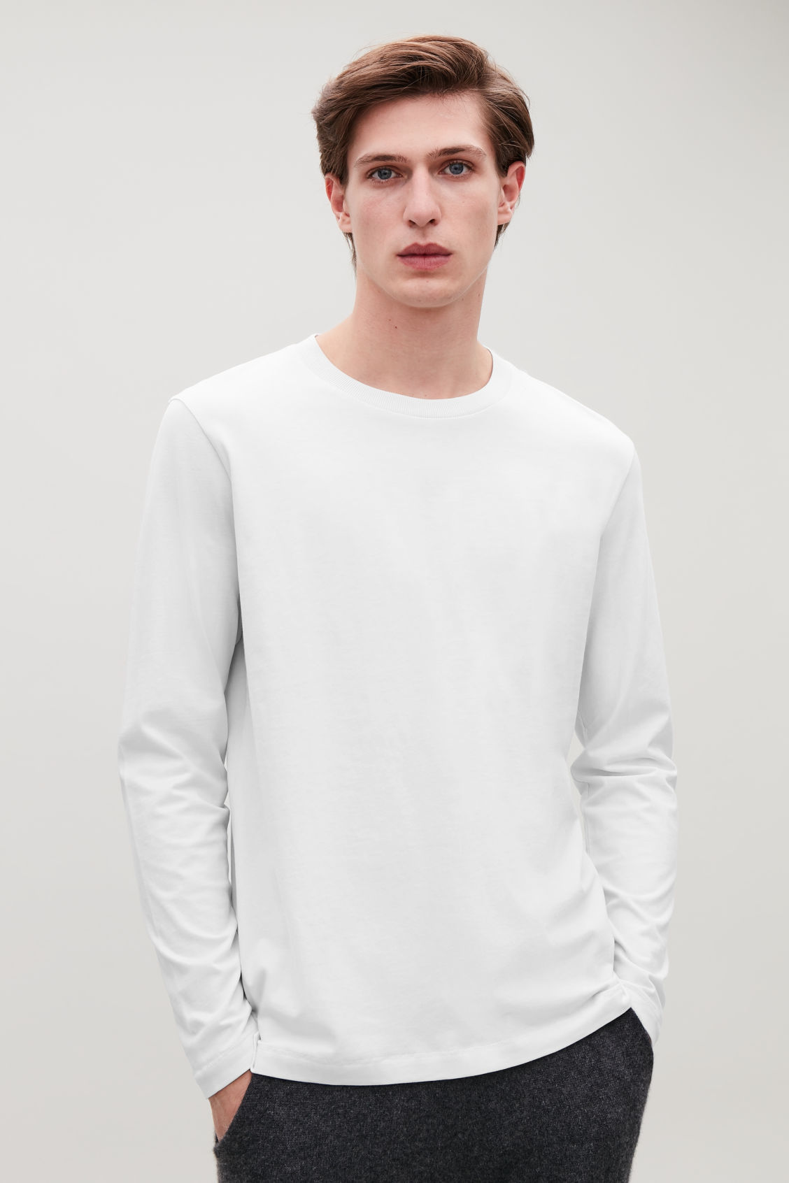 Model side image of Cos long-sleeved cotton t-shirt  in beige
