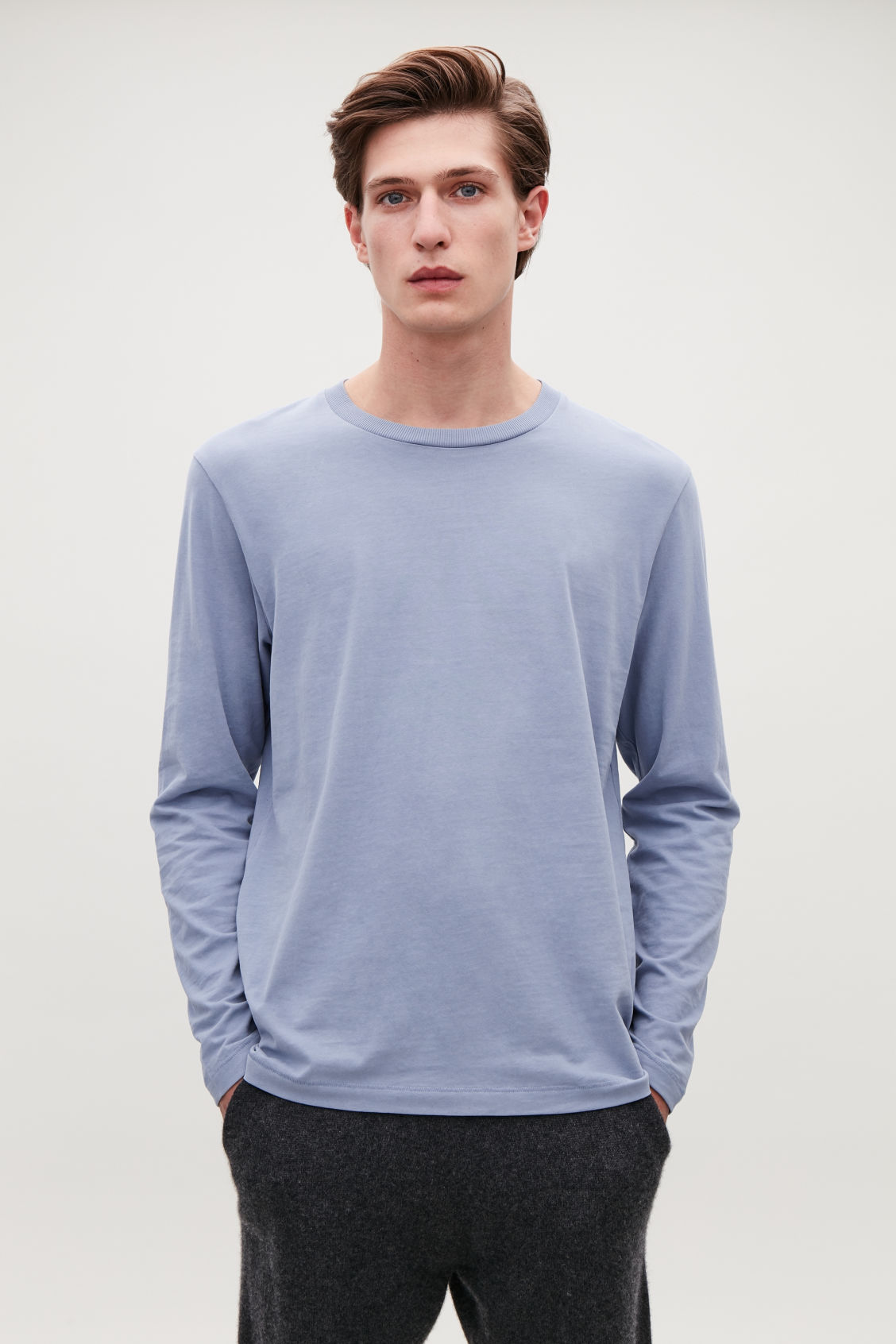 Model side image of Cos long-sleeved cotton t-shirt  in blue
