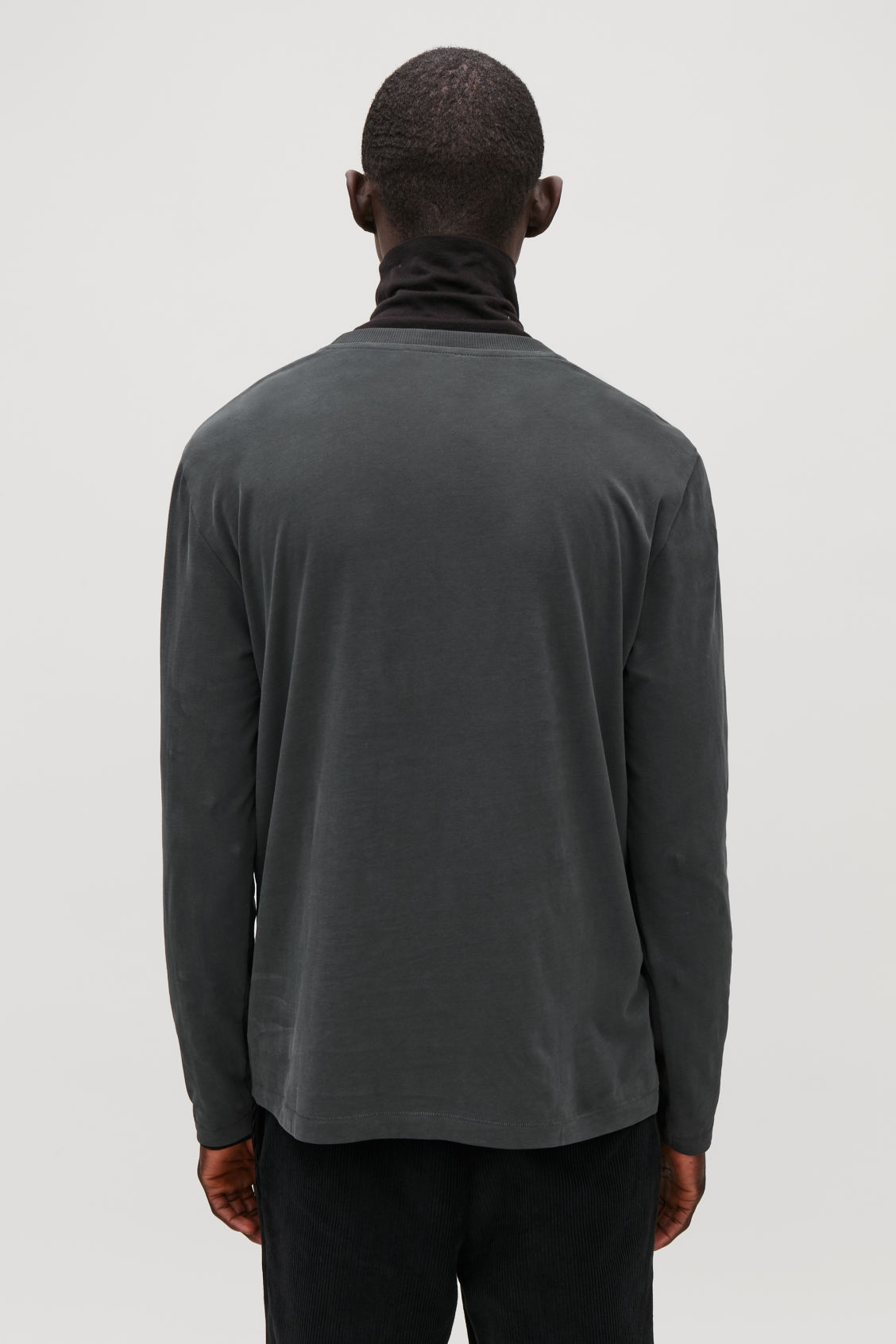 Model side image of Cos long-sleeved cotton t-shirt  in black