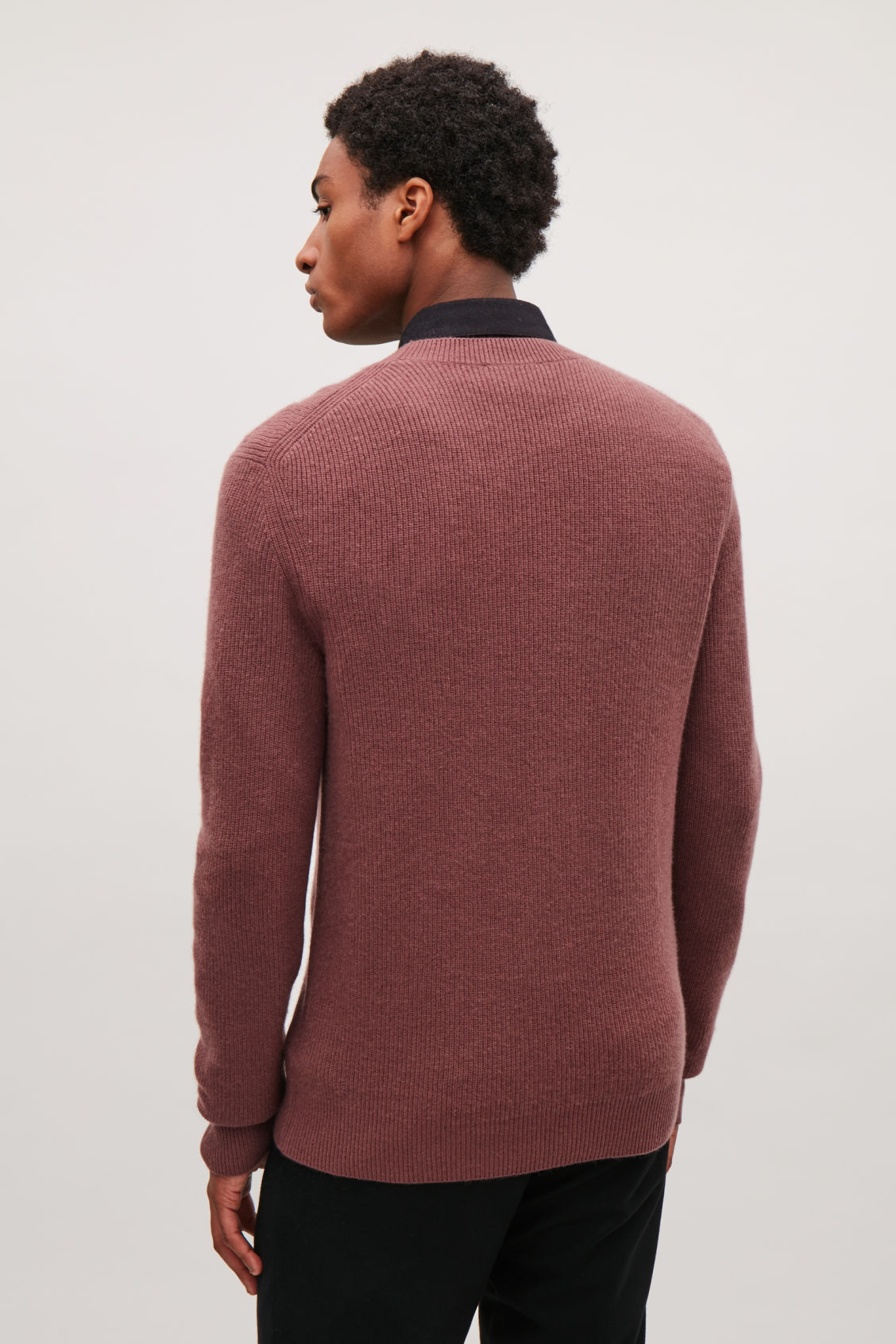 Model side image of Cos cardigan-stitch cashmere jumper in beige