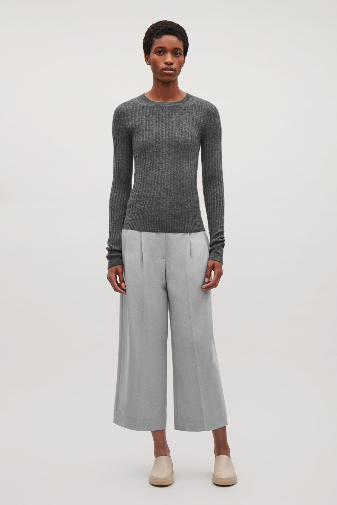 Model side image of Cos fine ribbed cashmere top in grey