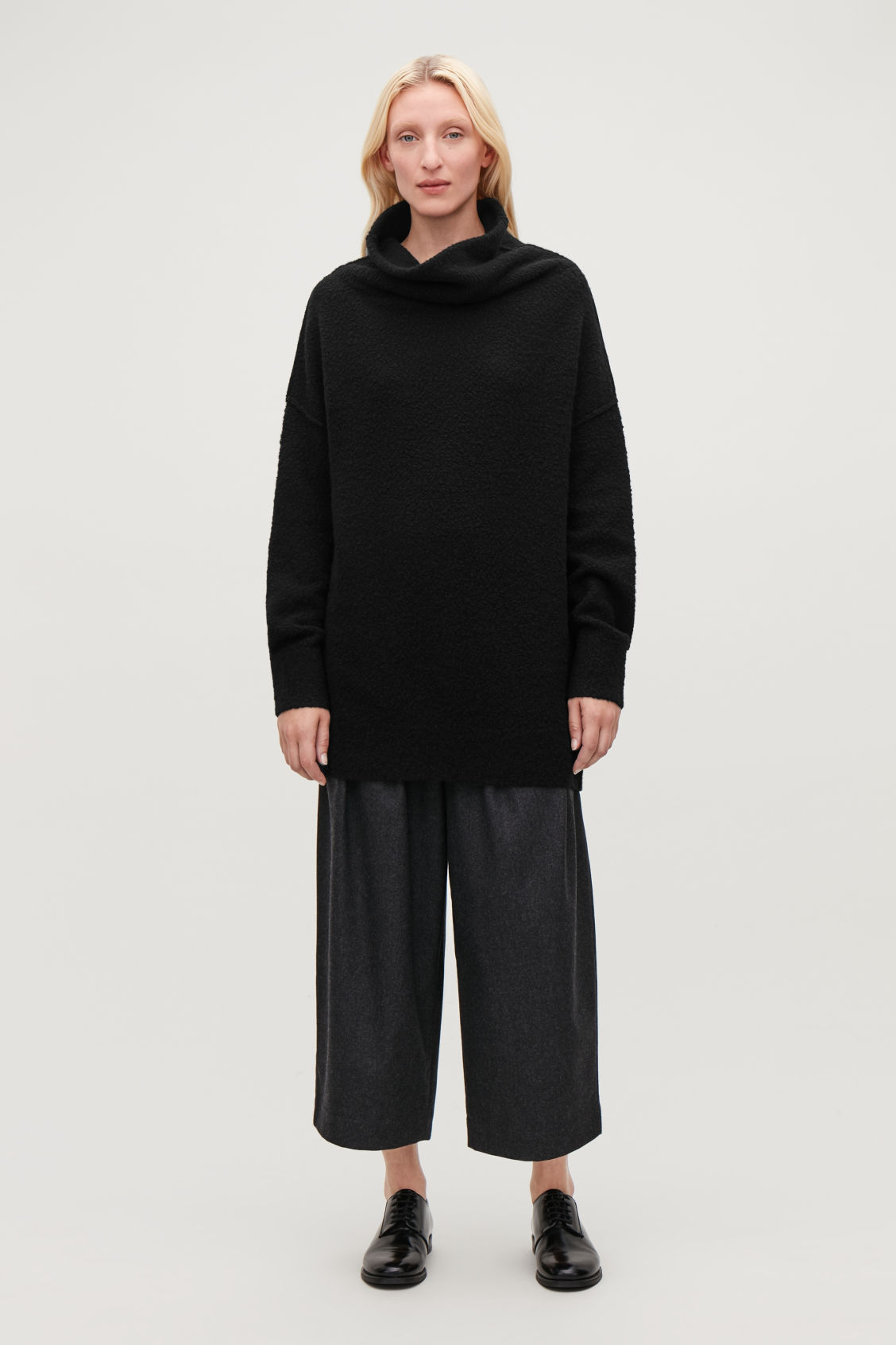 Model front image of Cos bobble-stitch oversized jumper  in black