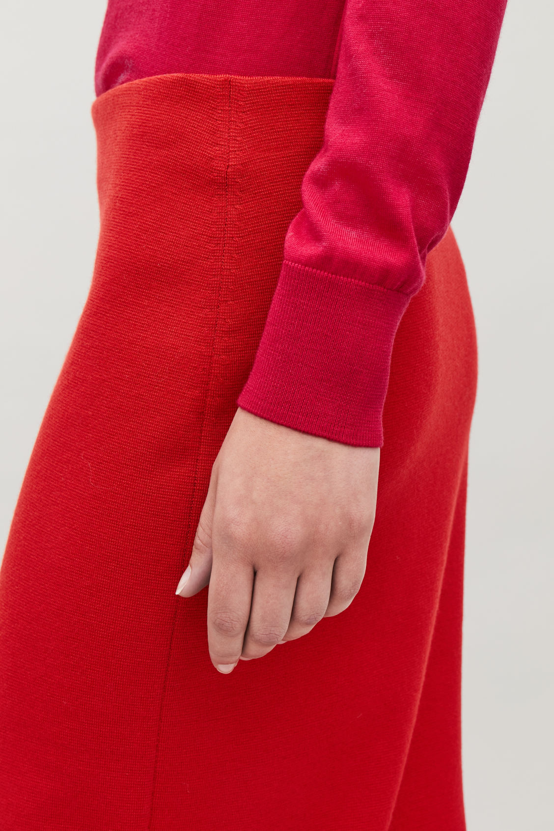 Model side image of Cos wool pencil skirt  in red