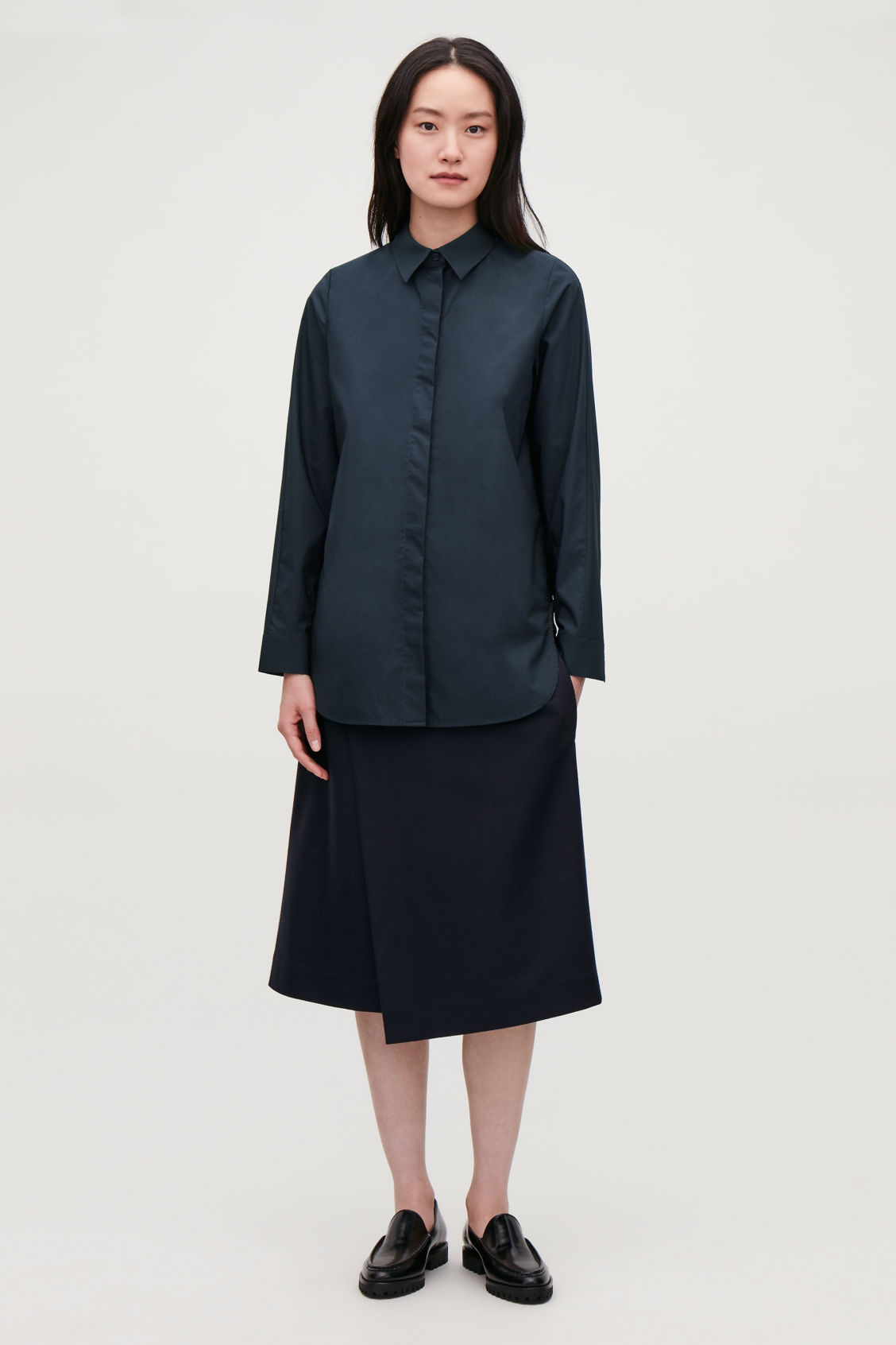Model front image of Cos cocoon cotton-poplin shirt  in blue