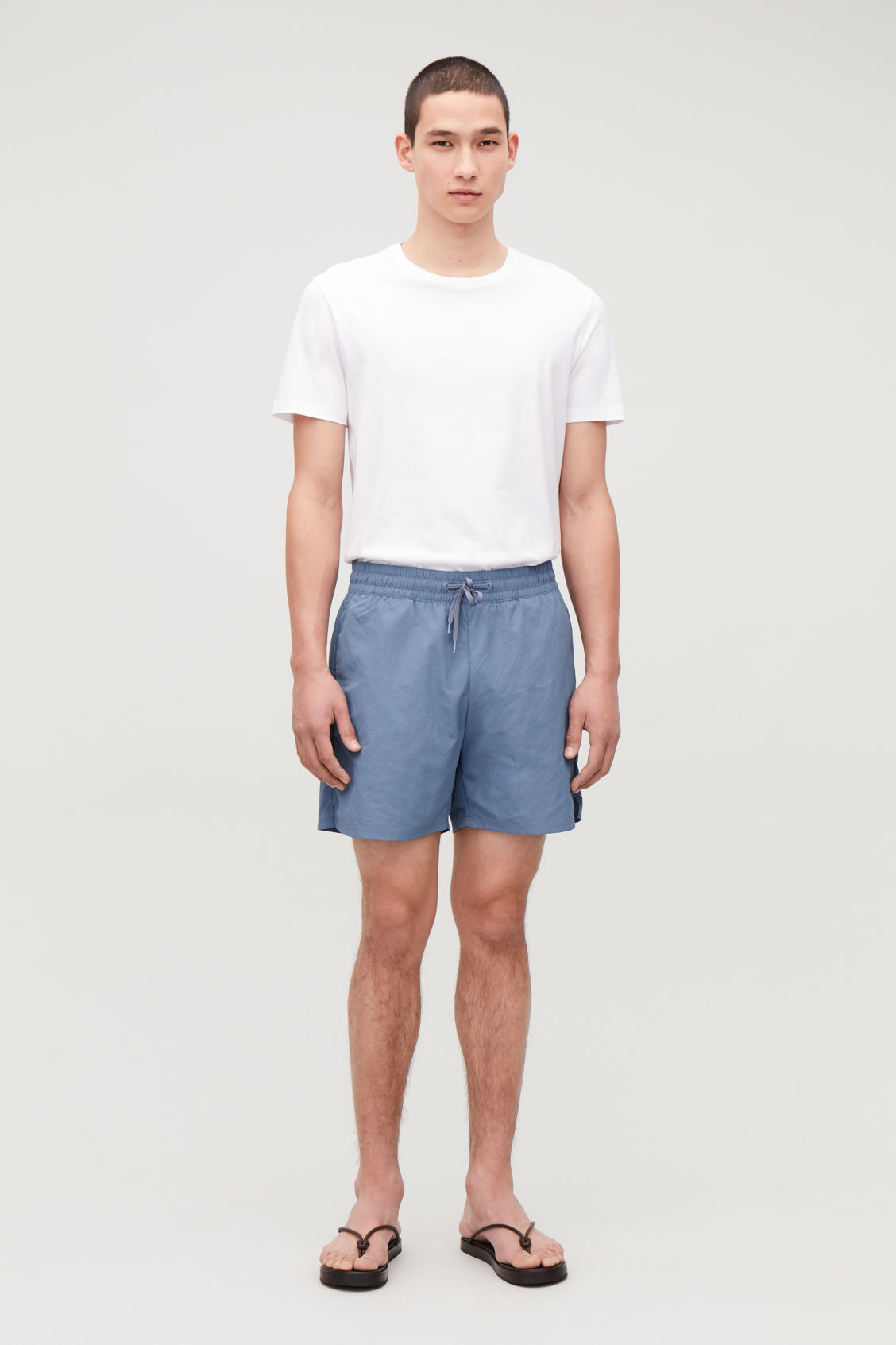 Model front image of Cos swim shorts in blue