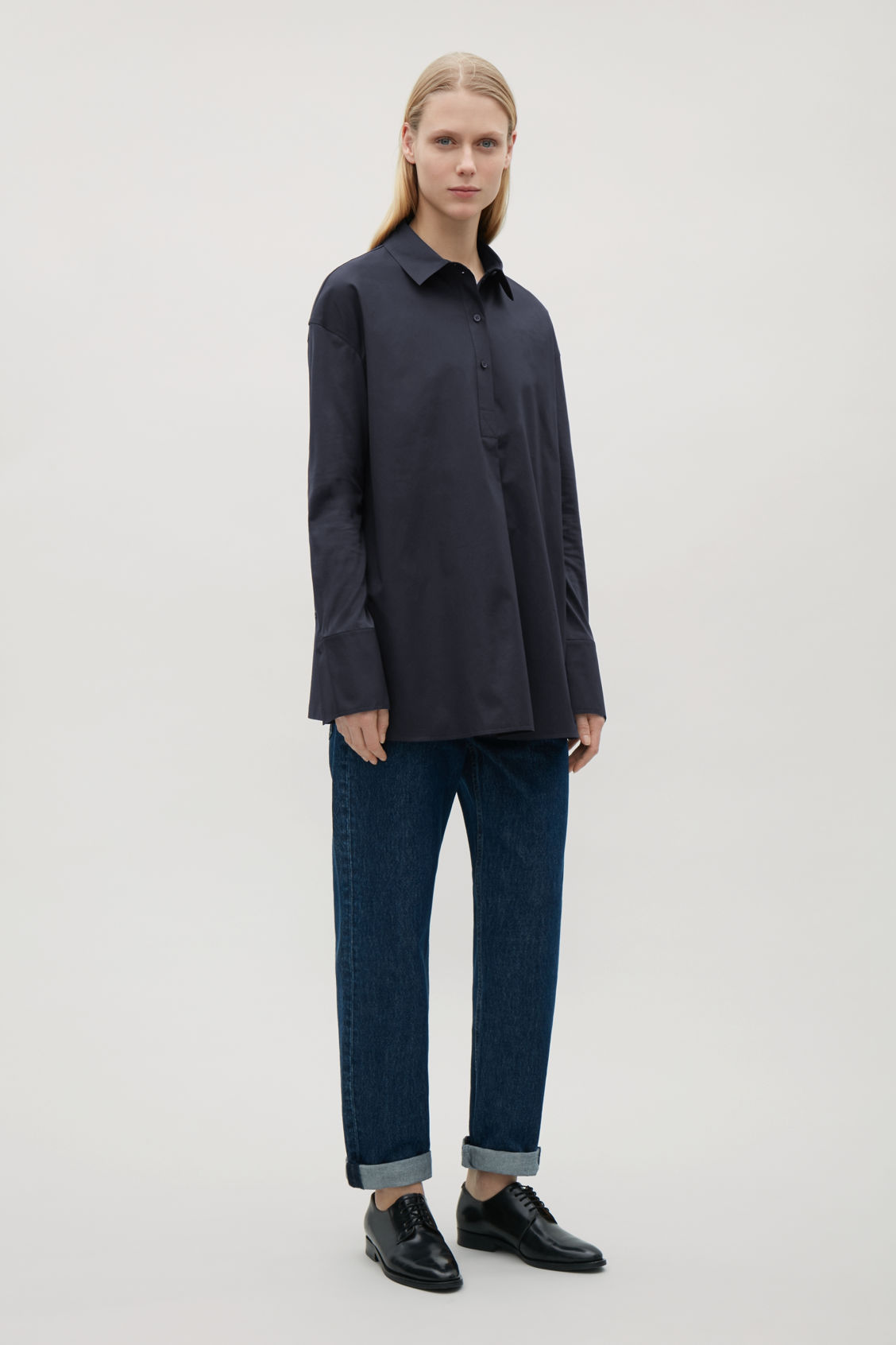 Model front image of Cos jersey-woven shirt with pleat in blue