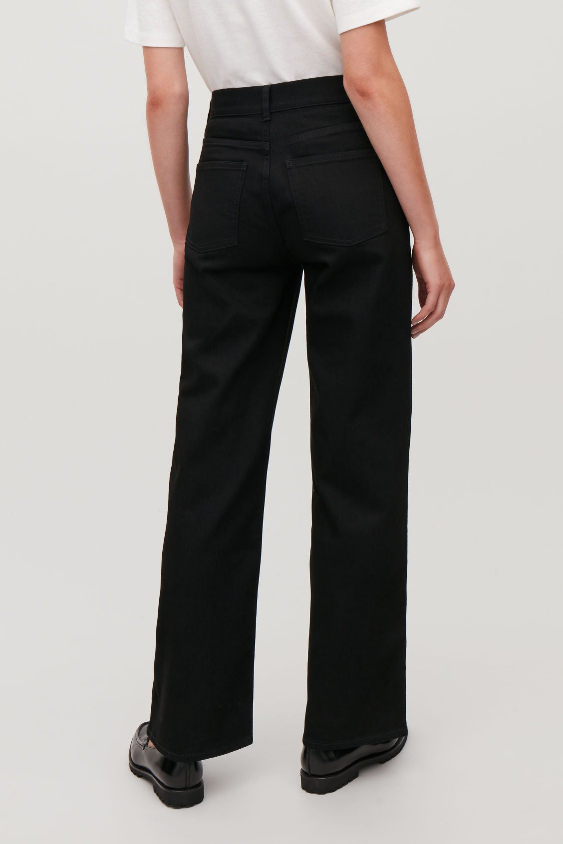Model side image of Cos 32 inch wide leg jeans in black