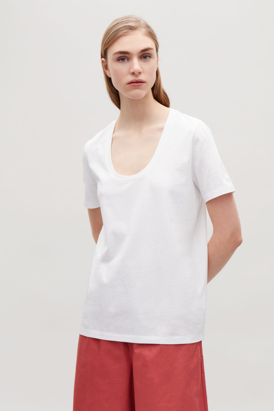 Model side image of Cos pima cotton t-shirt  in white