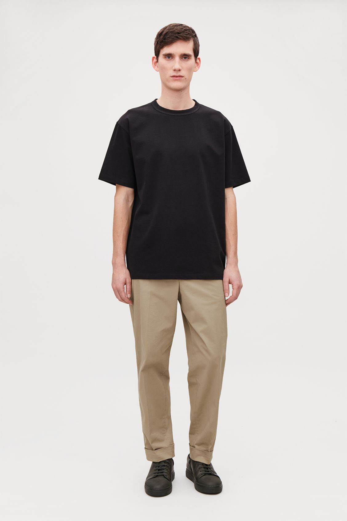Model front image of Cos long cotton t-shirt  in black