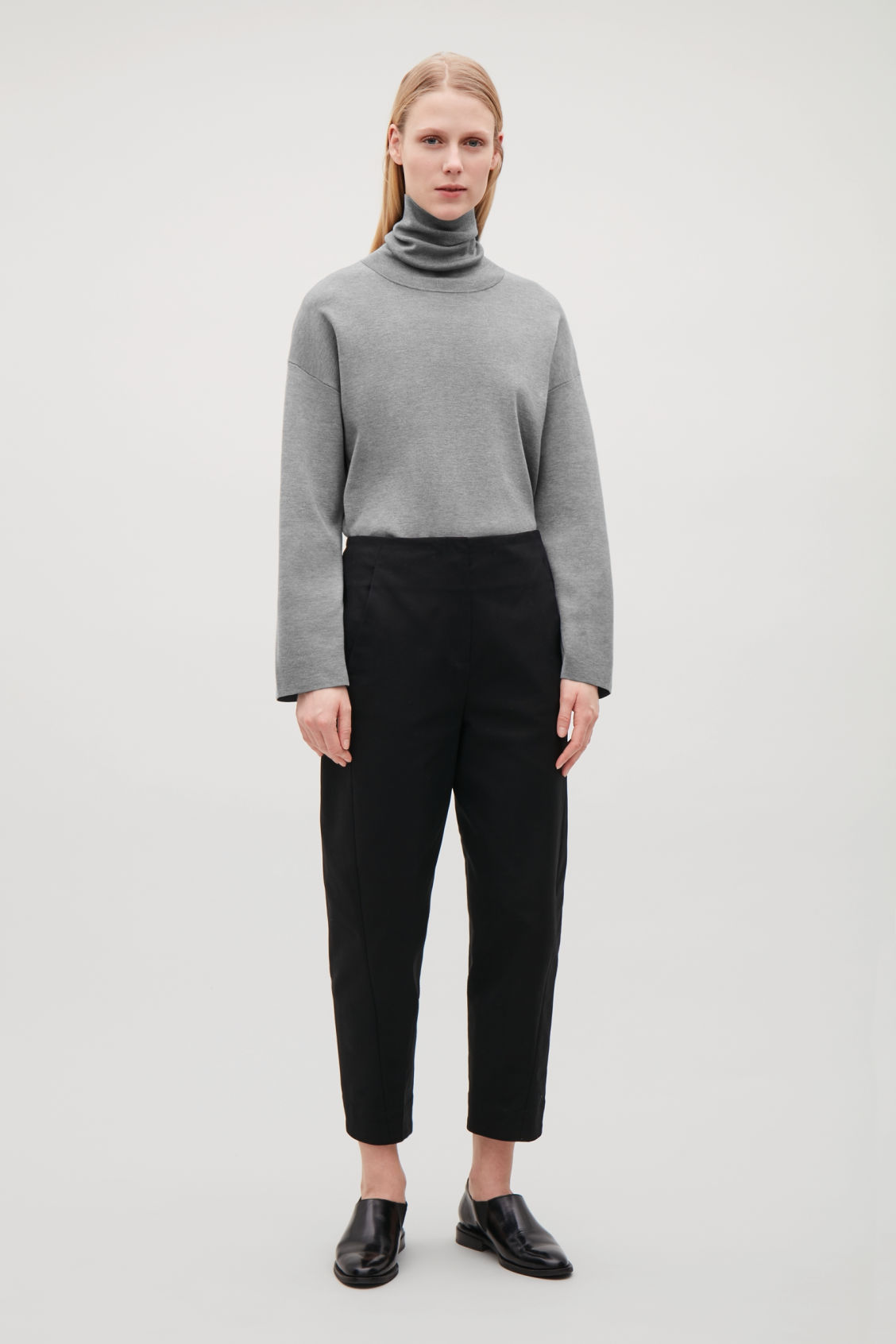 Cos COTTON TROUSERS WITH TWISTED SEAMS