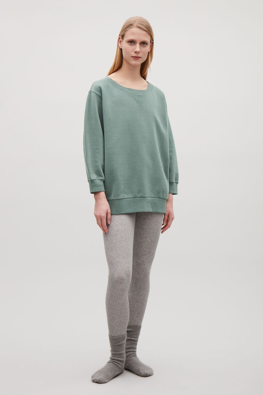 SWEATSHIRT WITH SHAPED SLEEVES