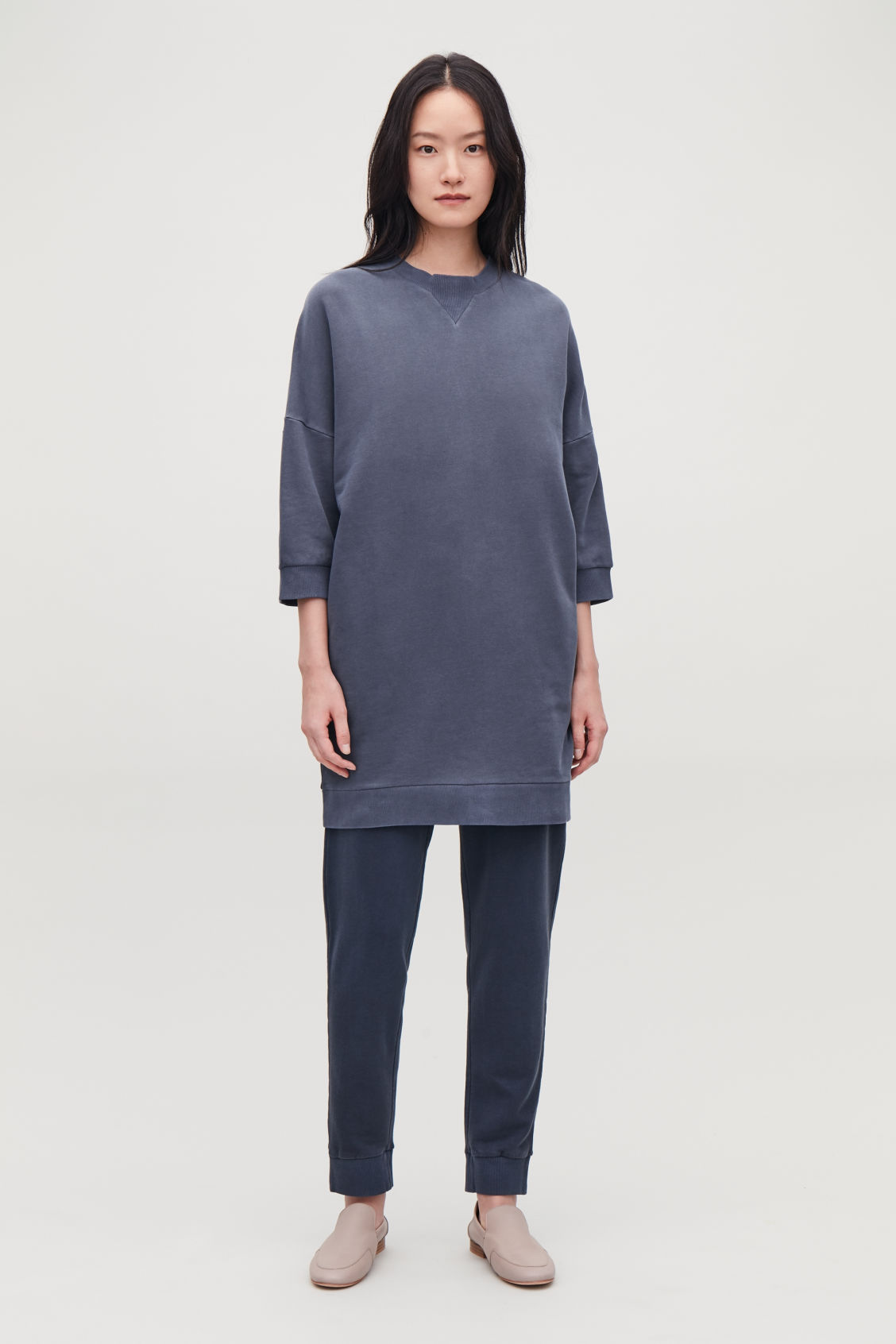 Model front image of Cos ¾-sleeved sweatshirt dress in blue