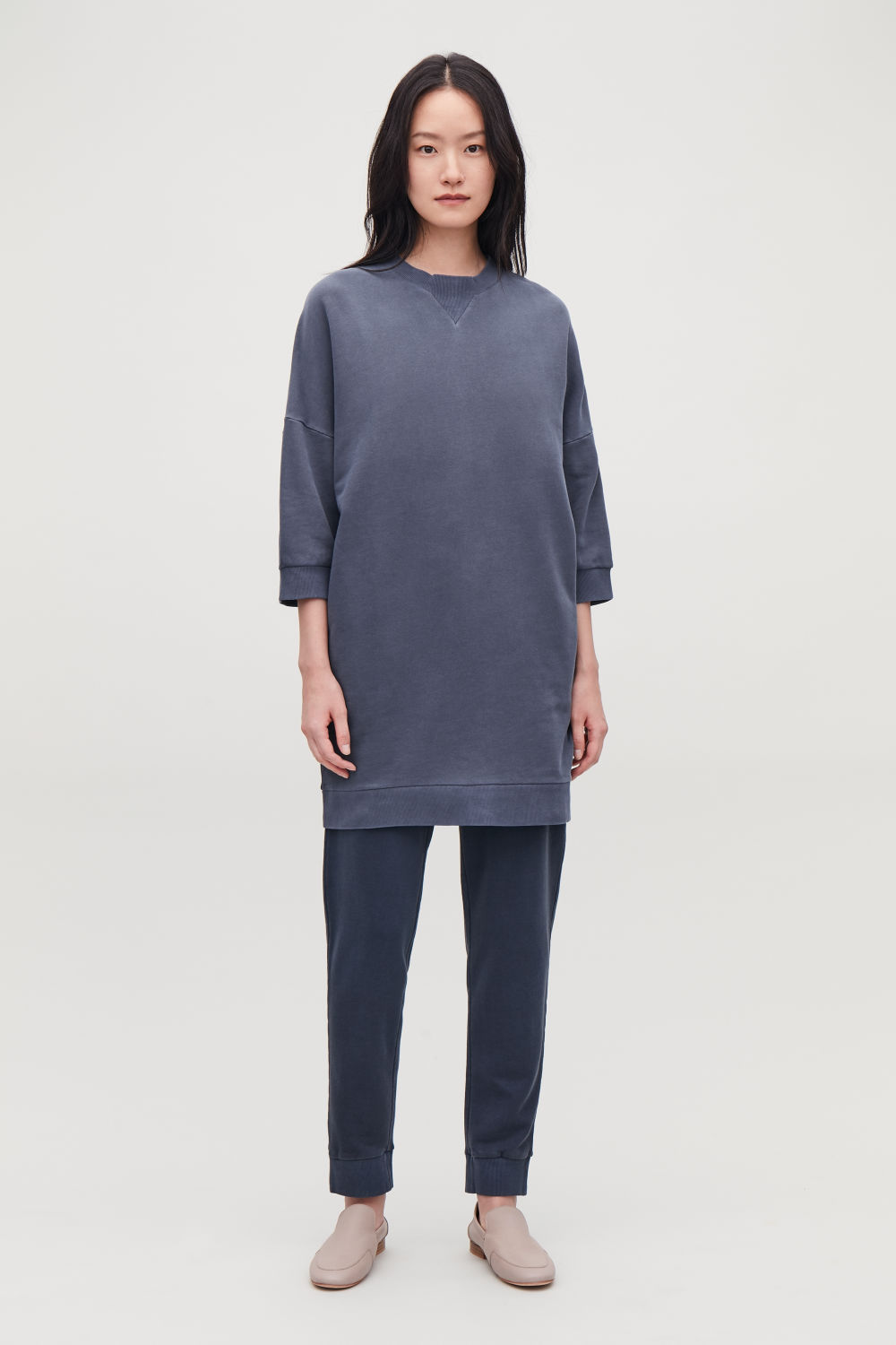 ¾-SLEEVED SWEATSHIRT DRESS