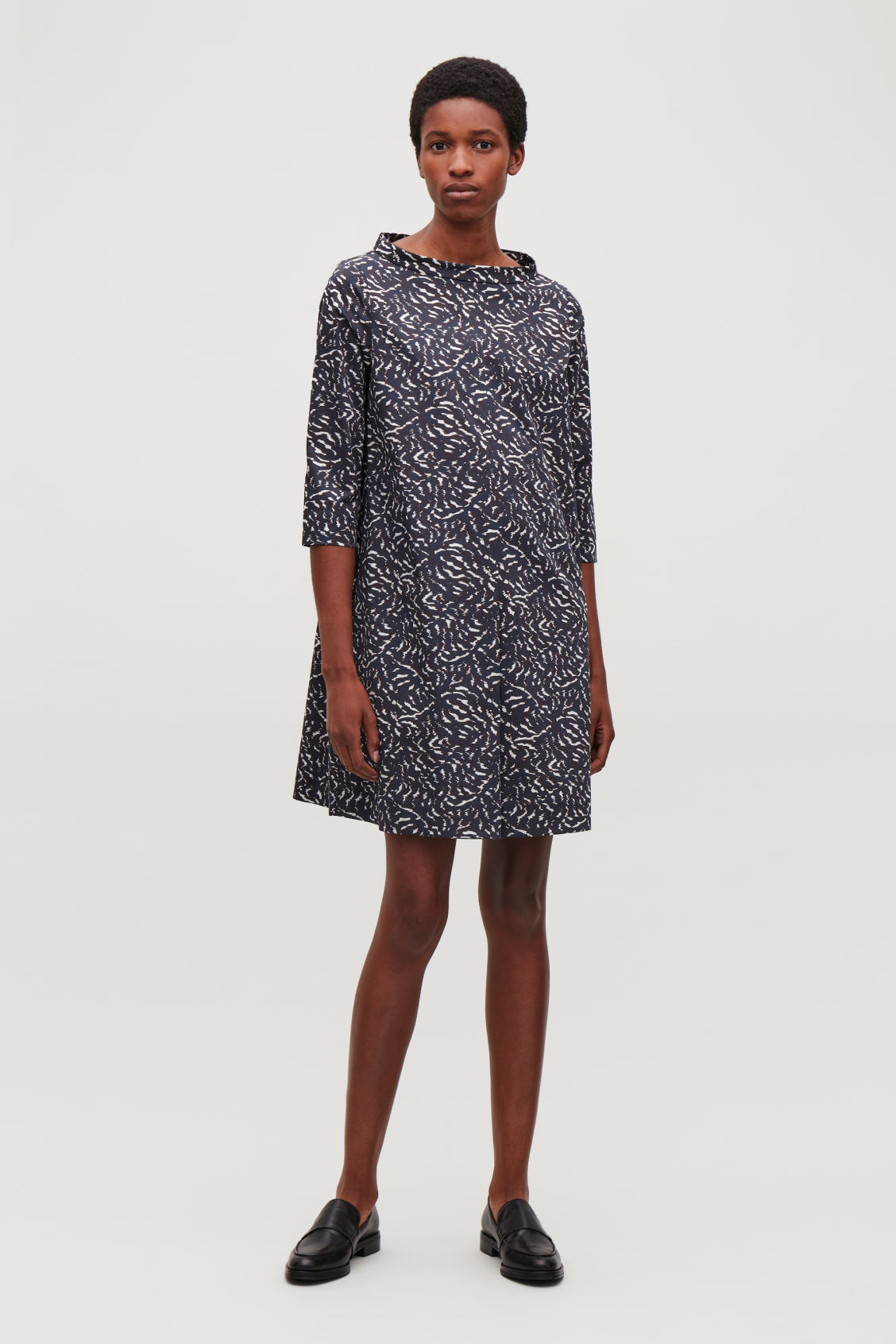 Model front image of Cos raised-collar printed dress in blue