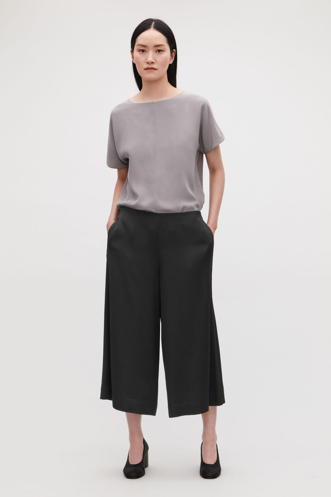Model front image of Cos culottes with ribbon-tie waist in black