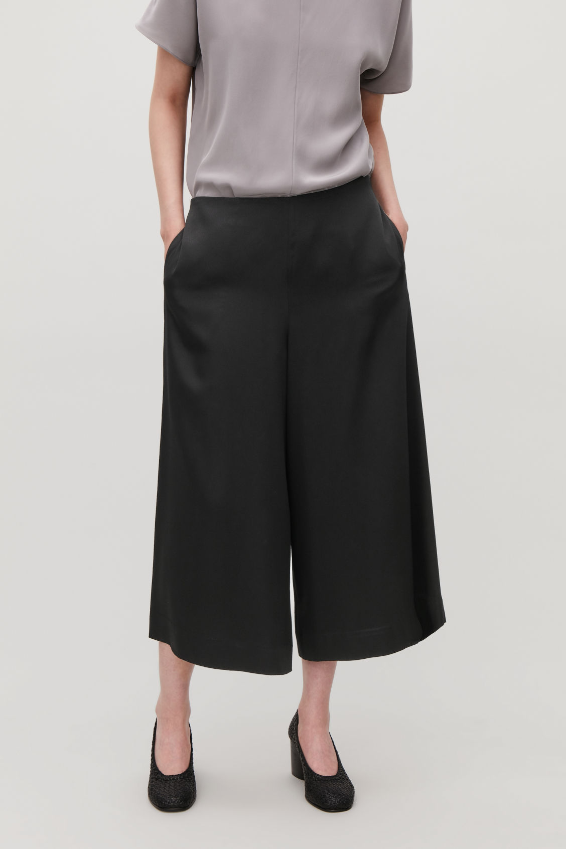 Model side image of Cos culottes with ribbon-tie waist in black