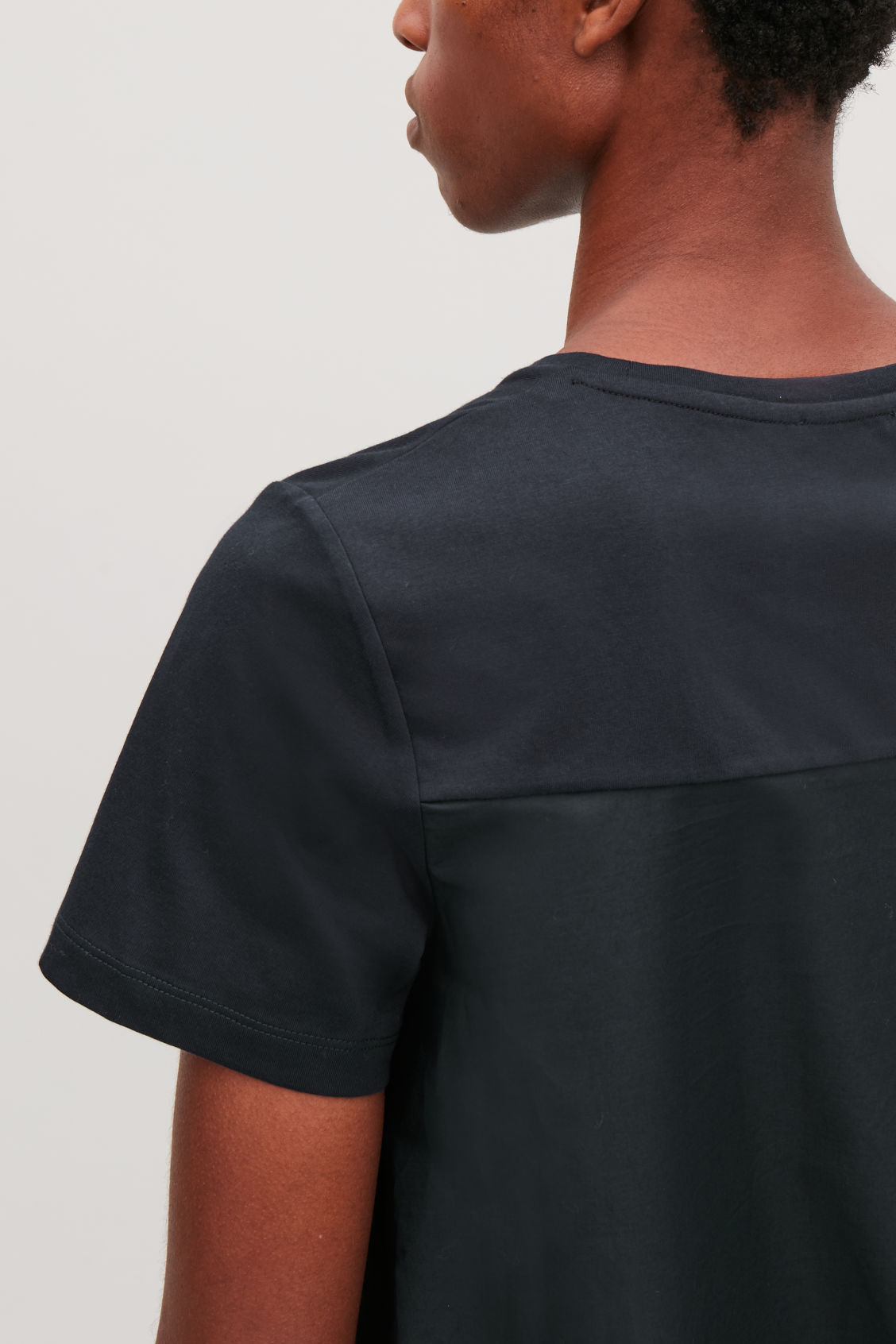 Model side image of Cos short-sleeved a-line top in blue
