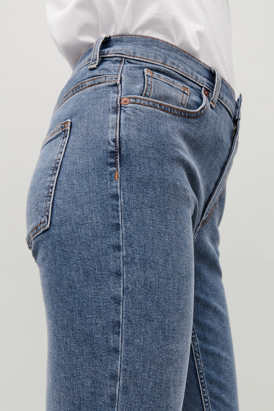 Model side image of Cos 30 inch skinny leg jeans in blue