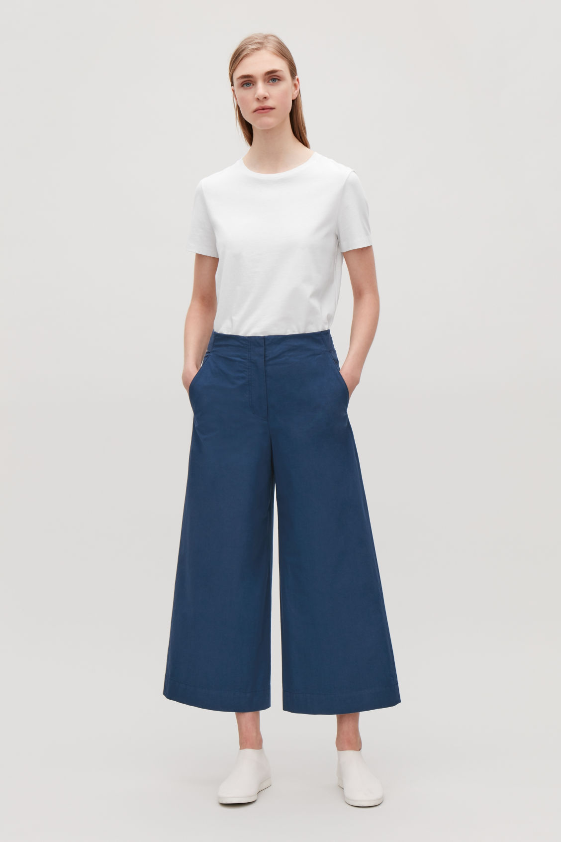 Model front image of Cos poplin wide-leg trousers in blue
